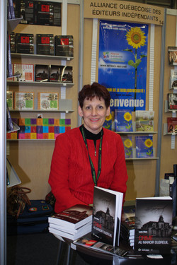 lyne-dion-auteure-salon-du-livre-estrie-