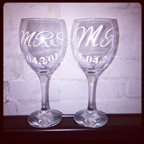 Mr&Mrs wine Glasses with Vinyl