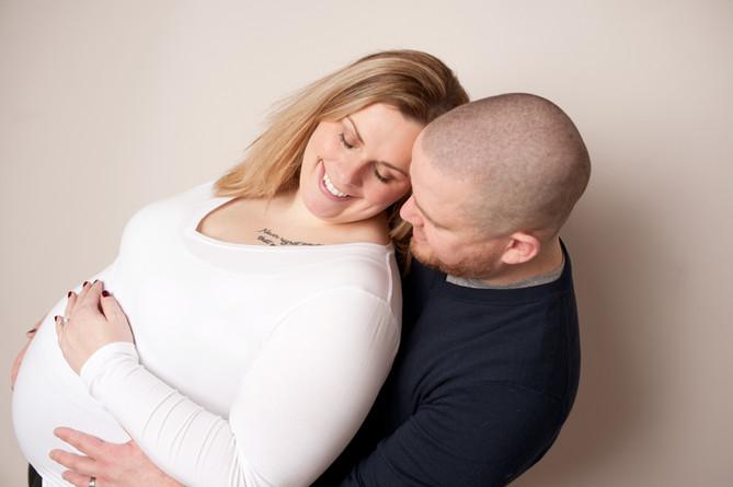 maternitycouple in studio