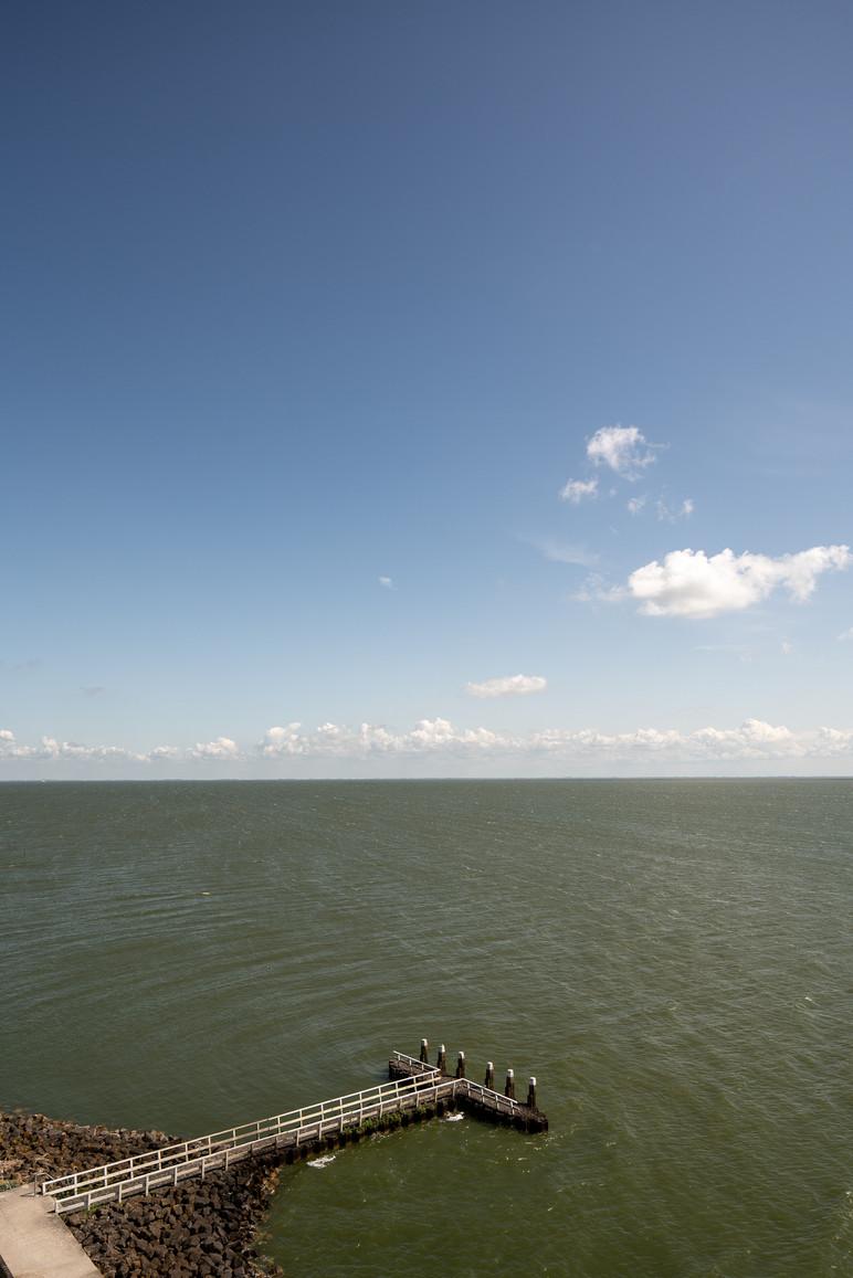 Afsluitdijk Vlieter Monument Duiker