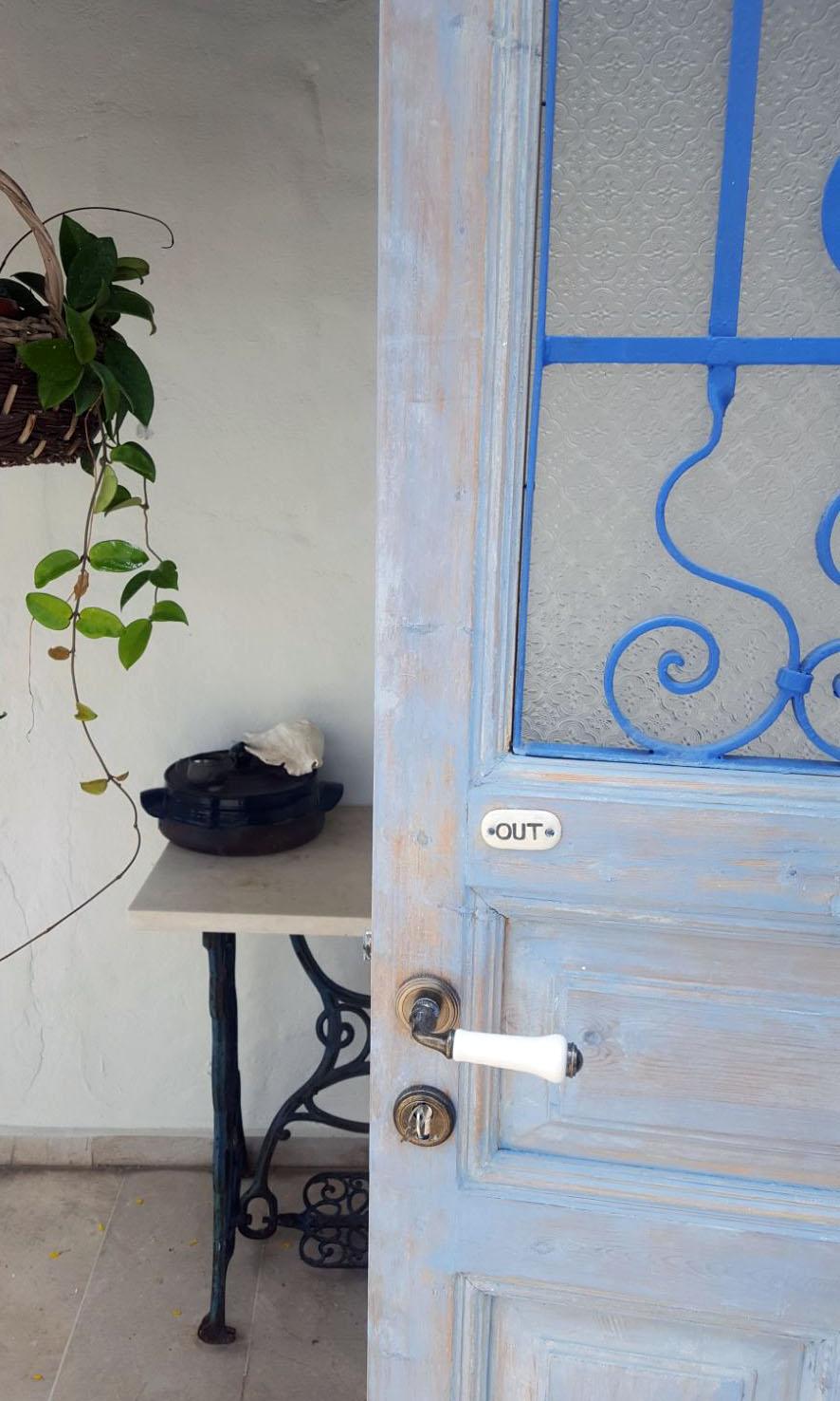 דלת כניסה - מעצבע