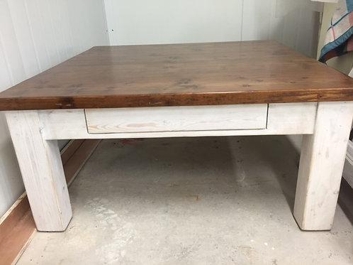 שולחן סלוני מעץ מלא עם מגירה