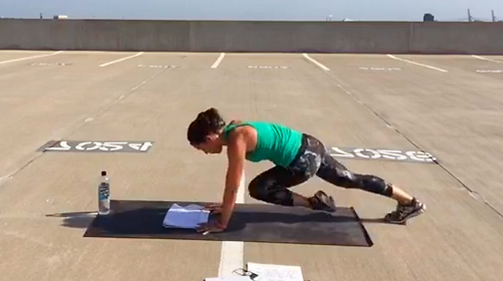 plank knee drive