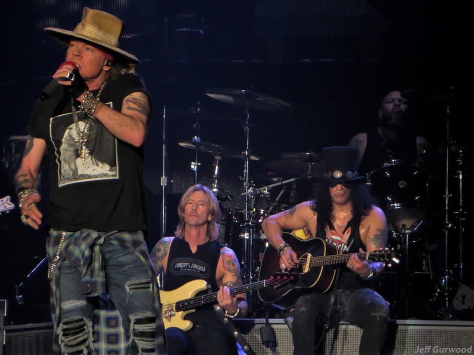 Guns N Roses 11-29-17 Forum (6)