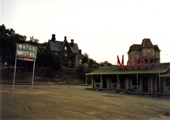 Psycho houses 1999 2