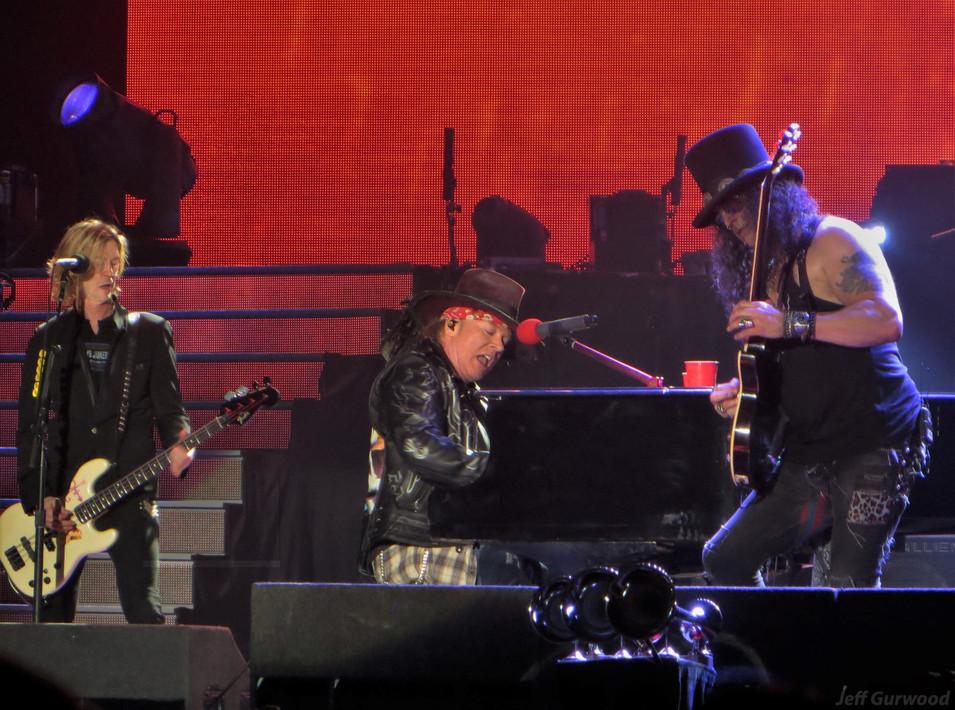 Guns N Roses 11-29-17 Forum (7)