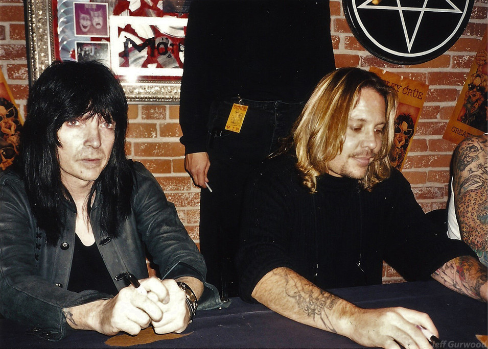 Motley Crue signing 1998 2
