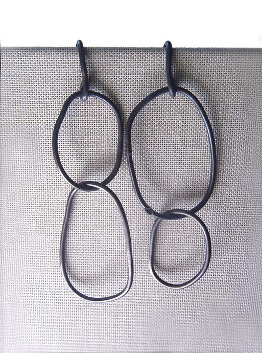 aretes minimalistas irregulares de alambre