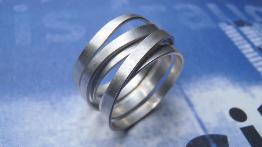 anillo infinito listón