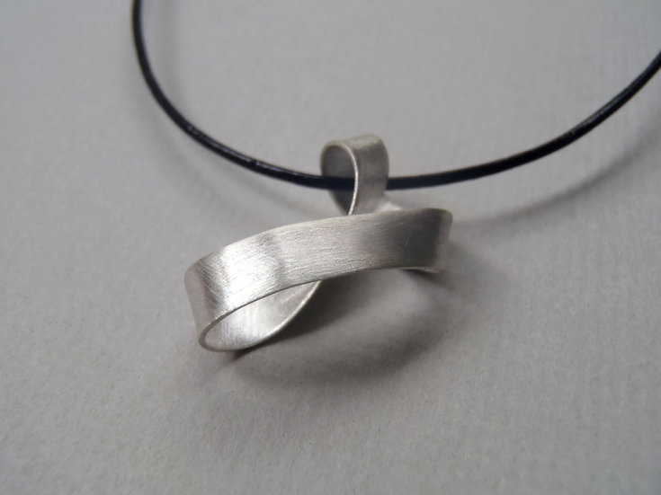 Möbius pendant, minimal design!