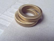 anillos sólidos gruesos latón mate