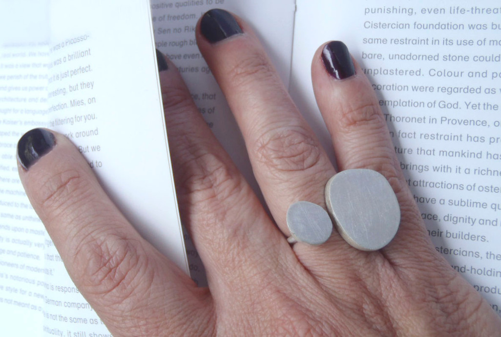 oval hollow ring