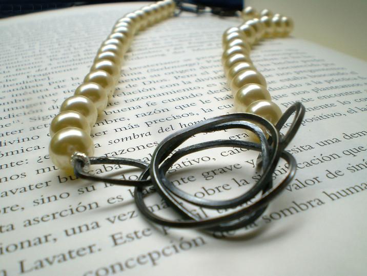 collar monique