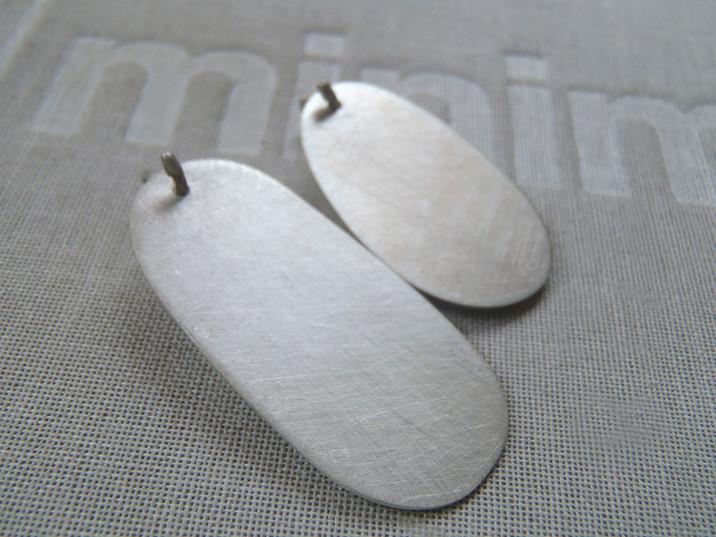 aretes ovales colgantes
