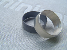 anillo ancho media caña mate y negro