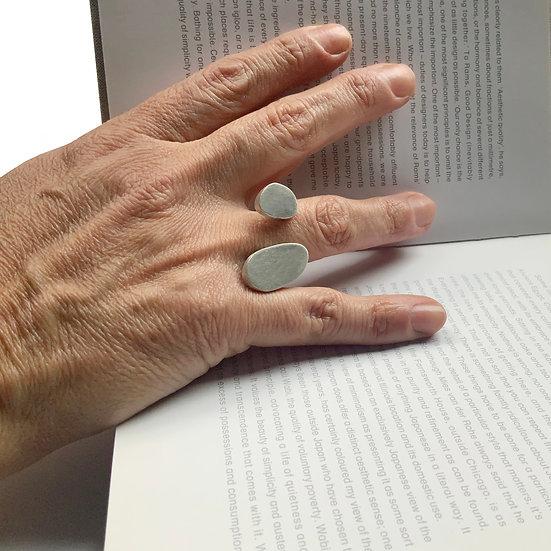 anillo amorfo, pieza única de diseño abierto