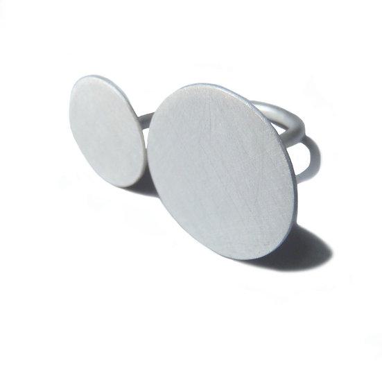 Anillo abierto doble discos plano en plata reciclada mate o negra