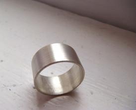 anillo ancho irregular