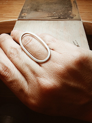 Irregular elliptical ring