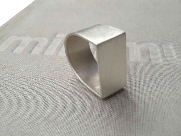 anillo U cuadrado-redondo ancho