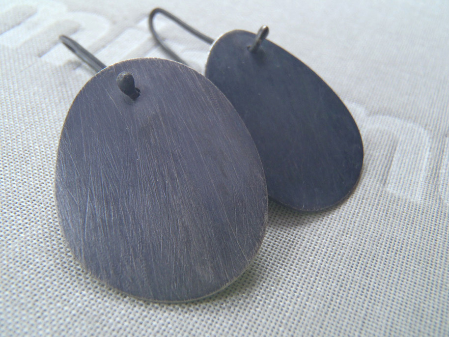 minimalist oval mismatched earrings