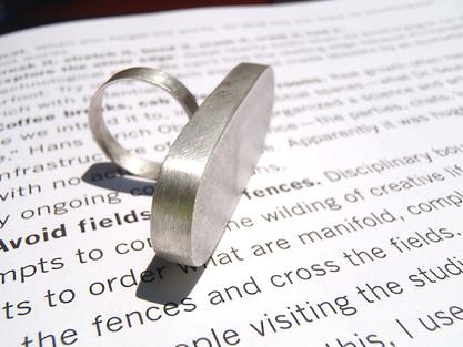anillo h