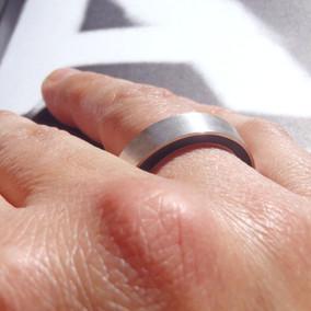 anillo concéntrico negro