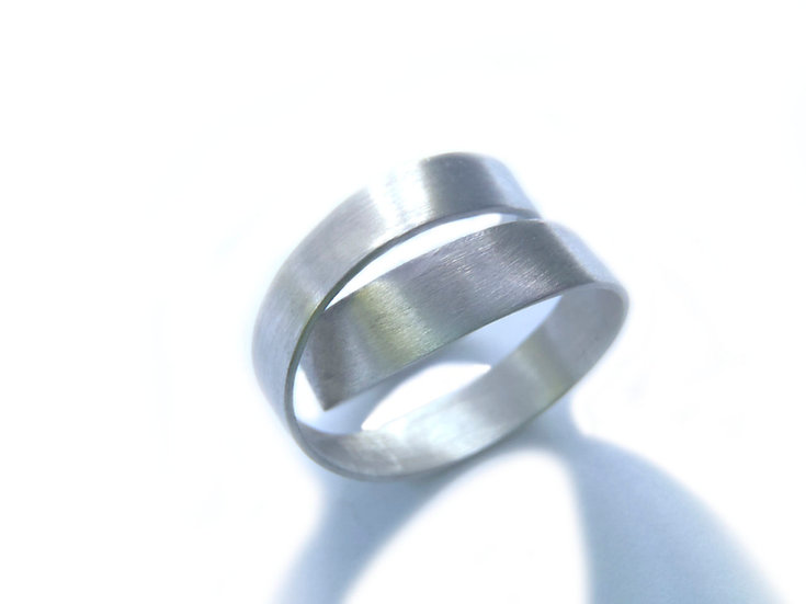 Möbius Ring, minimal unisex design!