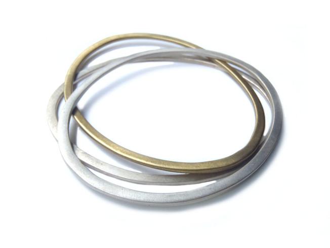 brazaletes ovales planos mezcla de metales