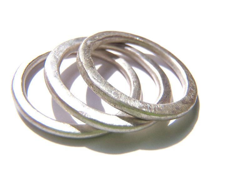 Set de 3 anillos apilables martillados diseño unisex hecho a medida en plata mate o negra