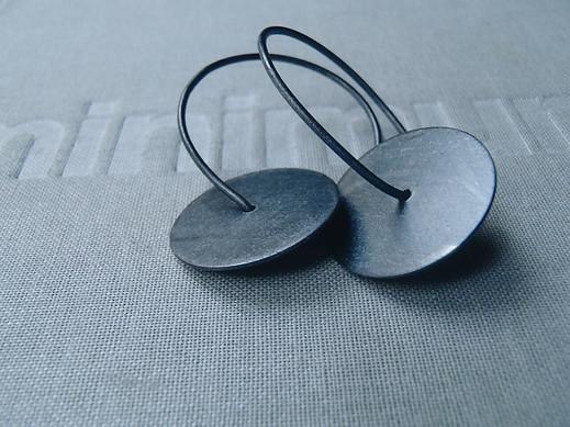 hoop blued discs earrings