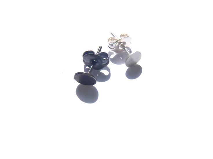 Tiny disc earrings, minimal unisex studs!