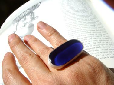 anillo óvalo resina azul