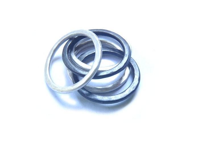 Set de 6 anillos apilables martillados unisex hechos a medida en plata mate o negra