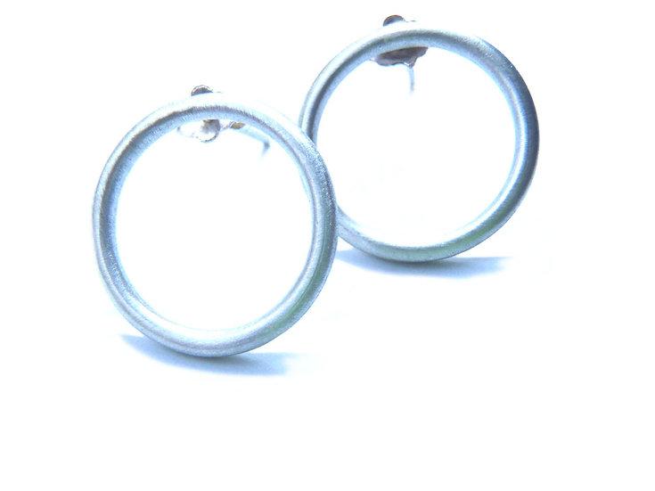 Aretes círculos de alambre minimalistas en plata mate