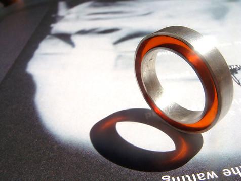 anillo concéntrico rojo