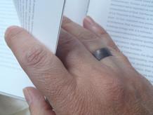 anillo ancho media caña negro