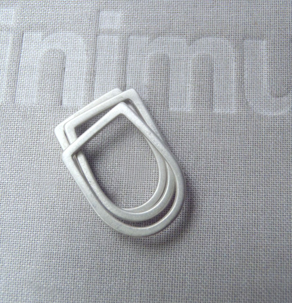 slim bezel U rings