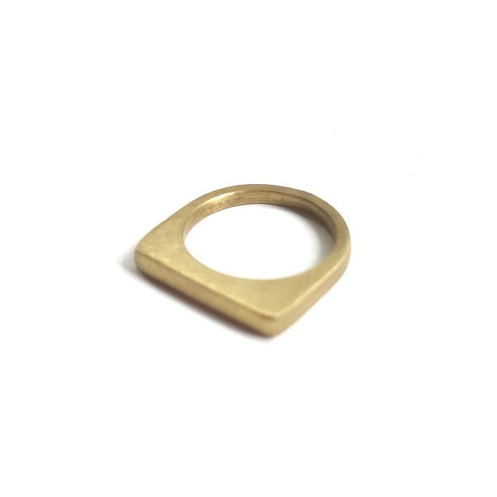anillo apilable redondo-cuadrado en latón