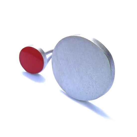 Anillo dots pieza única abierta en plata esterlina reciclada y eco resina roja