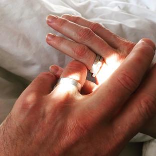 anillo de compromiso y alianzas
