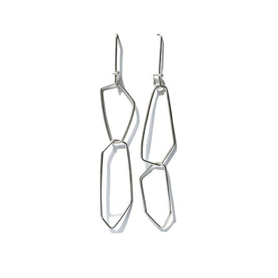 Aretes desiguales poligonales extra largos hechos a mano en alambre de plata reciclada