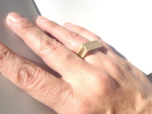 anillo dikua en latón