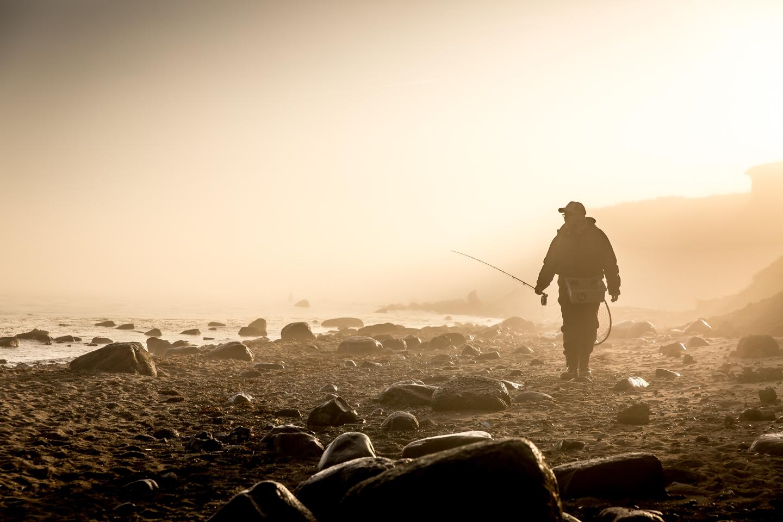 Fliegenfischer im Nebel