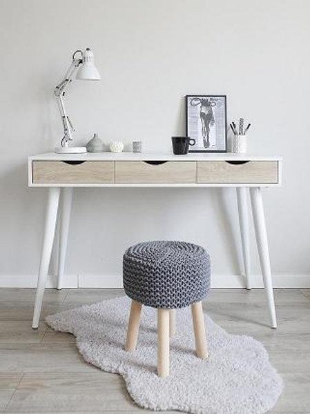 Hvit skrivebord i tre
