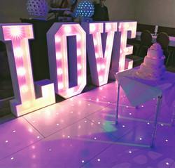 Lettres géantes lumineuses LOVE