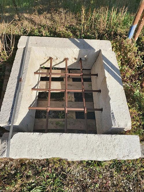 Cornice in pietra per finestra COR83