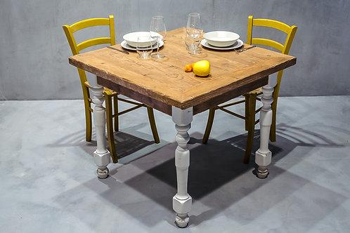 Tavolo quadrato in abete