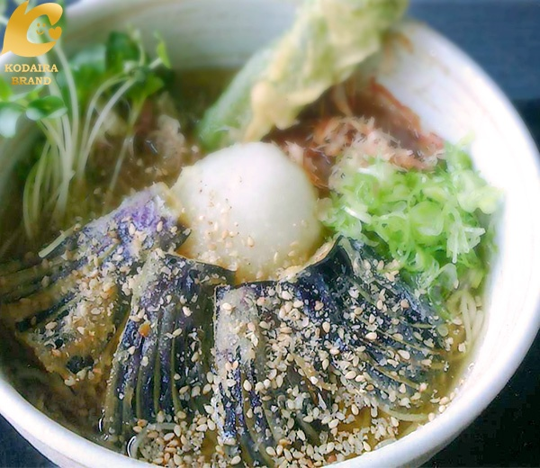 季節の小平産野菜を使用した蕎麦