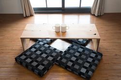 日式蒲墊及百年檜木桌